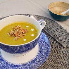 Crema de verduras eco con crema de soja y semillas de calabaza recién tostadas.... Imposible resistirse ;)