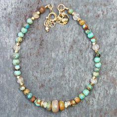 Bracelet Cliff turquoises, opales par 5 Octobre chez l'Atelier des Bijoux Créateurs.