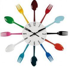 Reloj de Pared Cubiertos de Colores  Reloj de Pared Cubiertos de Colores. Ahora puedes comprar este original reloj de pared compuesto por cubiertos de colores. Un regalo ideal que podéis comprar para un amigo que esté a punto de independizarce  por 17,39 €