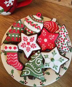 Snowflake Christmas Cookies, Christmas Sugar Cookies, Holiday Cookies, Holiday Treats, Christmas Treats, Gingerbread Cookies, No Bake Sugar Cookies, Fancy Cookies, Iced Cookies
