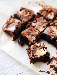 12 mouthwatering recipes for Easter brunch // Cadbury creme egg brownie #easter #brunch #dessert #recipe