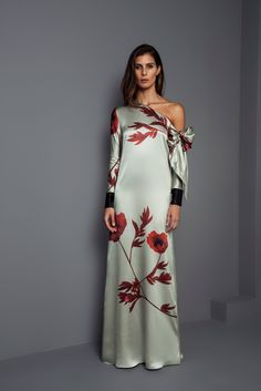 See the complete Johanna Ortiz Fall 2017 Ready-to-Wear collection. The complete Johanna Ortiz Fall 2017 Ready-to-Wear fashion show now on Vogue Runway. Floral Print Maxi Dress, Maxi Dress With Sleeves, Ruffle Dress, Mode Outfits, Chic Outfits, Types Of Fashion Styles, Latest Fashion For Women, Dress Brands, Beautiful Dresses