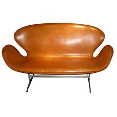 1stdibs | 1960s Settee by Arne Jacobsen