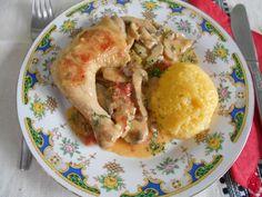 Reteta culinara Pulpe de pui la tigaie, cu ciuperci si smantana din categoria Pui. Specific Romania. Cum sa faci Pulpe de pui la tigaie, cu ciuperci si smantana Barbecue, Meat, Chicken, Food, Barrel Smoker, Essen, Bbq, Meals, Yemek