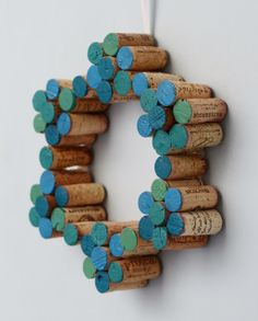 Easy DIY Painted Cork Wreath #holiday