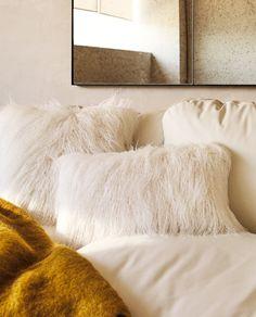 LONG PILE FUR CUSHION COVER Small Cushions, Decorative Cushions, Zara Home, Cushion Filling, Throw Pillows, Fur Throw, Decorating Your Home, Faux Fur, Living Room