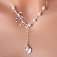 Bridal Jewelry Calla Lilly Lariat Necklace with Leaf Branch and pearl- STERLING SILVER, bridesmaids gifts, wedding jewelry,romantic necklace - Braut Schmuck Calla Lilly Lariathalskette mit Blatt und Perle – STERLING Silber, brautjungfernges - Pearl Jewelry, Beaded Jewelry, Silver Jewelry, Jewelry Necklaces, Lily Jewelry, Silver Ring, Diamond Jewelry, Silver Earrings, Pearl Necklaces