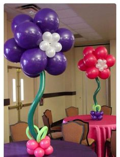 Balloon centerpieces come in a variety of different styles and can transform a room instantly. Some of the styles include simple but elegant balloon bouquets, balloons inside balloons, and our favorite balloons. Balloon Inside Balloon, Balloon Flowers, Balloon Columns, Balloon Bouquet, Balloon Arch, Balloon Table Centerpieces, Balloon Decorations, Flower Decorations, Masquerade Centerpieces