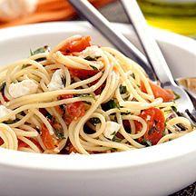 Kruidige spaghetti met geitenkaas