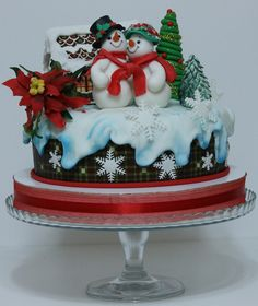 Isn't that the most adorable cake!!!! WOW do people really eat these!!!????? So cute!!!!