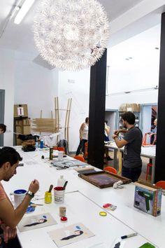 Los alumnos de Masters Design and Innovation en el taller de Serigrafía con Sandra Sarasola.