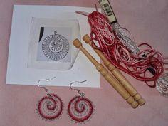 Bolillos y algo màs: Aritos a Bolillos N° 1 Lace Earrings, Lace Jewelry, Jewlery, Crochet Earrings, Lace Embroidery, Bobbin Lace, Wool Yarn, Pattern, Crafts