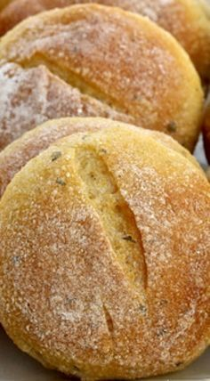 Sourdough Cornbread Rolls with Sage Sourdough Bread Starter, Sourdough Recipes, Bread Recipes, Cooking Recipes, Starter Recipes, Sourdough Cornbread Recipe, Sourdough Rolls, Yeast Bread, Mets