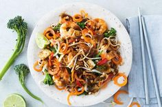 Toss carrot noodles through this healthy pad Thai for a gluten free, low calorie weeknight meal. 500 Calorie Dinners, Meals Under 500 Calories, 100 Calories, Asian Recipes, Healthy Recipes, Ethnic Recipes, Oriental Recipes, Diet Recipes, Chicken Recipes