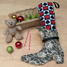 Create the Red Queen's Christmas stocking, a craft inspired by Disney's Alice in Wonderland, with step by step instructions provided by Disney Family. Enjoy this fun craft with your kids and family.