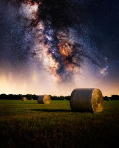 3,847 отметок «Нравится», 152 комментариев — Matt Smith (@bigtexstudios) в Instagram: «That one time with the hay bale and sky and stars and such ❤️ . . .…»