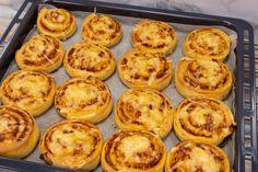Pizzás-baconos csiga recept Receptneked konyhájából - Receptneked.hu Bacon, Muffin, Breakfast, Food, Morning Coffee, Essen, Muffins, Meals, Cupcakes