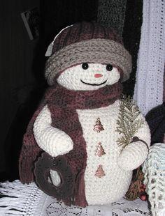 "Winter snowman no written pattern- did same as ""hunter snowman"" just crocheted it - should write pattern down one day - Salvabrani Crochet Snowman, Crochet Christmas Ornaments, Christmas Crochet Patterns, Holiday Crochet, Christmas Knitting, Crochet Crafts, Crochet Dolls, Crochet Projects, Cute Snowman"