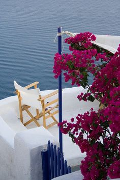 Under the Bougainvillea . that chair needs my name on it Beautiful Streets, Beautiful Places To Visit, Wonderful Places, Santorini House, Santorini Greece, Greece Art, Paradise On Earth, Greece Travel, Greek Islands