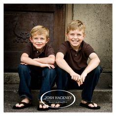 Brothers sitting on the stoop Mother Son Pictures, Brother Pictures, Boy Pictures, Boy Photos, Sibling Photo Shoots, Boy Photo Shoot, Sibling Poses, Siblings, Family Picture Poses