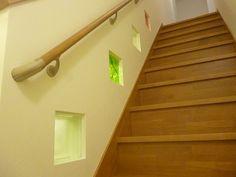 おしゃれなガラスブロックで階段にアクセントを。
