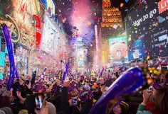 awesome Mariah Carey botches New Year's Eve bash at Times Square New Year New York, Nyc, Times Square, Friday Facts, Happy New Year 2018, New Year Celebration, World's Biggest, Mariah Carey, Happy Fathers Day