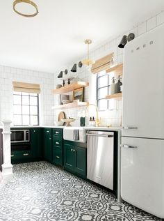 Though white subway tile still reigns supreme in kitchens and baths, but on the floor, it's another story. If you can't help but notice that your Pinterest and Instagram feeds have a lot of medallion-style floor tiles lately, we're here to tell you that you're not alone.