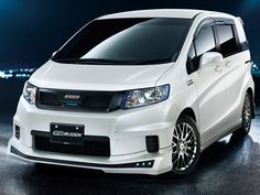 Honda Motor Co. the Japanese buyers introduced more innovations of their offers. First of all, there is a hybrid version of the Freed model year 2012 and the new city model N Box. All these models will be on display at this year's Motor Show in Tokyo