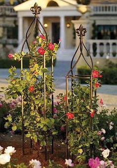 Grow your favorite florals on the Fleur-de-lis Trellis for a gorgeous statement piece for your garden or outdoor space.