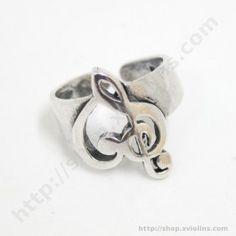 Un anillo musical que combina la forma de la Clave de Sol y la Clave de Fa para crear un corazón. Es ajustable, así que no tendrás que preocuparte por acertar la talla.