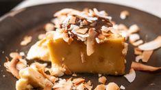 Esta receta de flan de yogur y coco dará como resultado un postre de los que destacan por su sabor y textura, además de su sencillez.