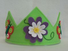 Flower & Butterfly Felt Birthday Party Hat door thekidzclothesline