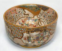A small Satsuma globular vase By Kinkozan, Meiji period Japanese Bowls, Japanese Ceramics, Japanese Art, Pottery Bowls, Ceramic Pottery, Living Treasures, Satsuma Vase, Oriental, Japanese Porcelain