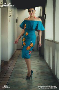 Dalia - Arellano's - Folklor a la Moda-Tela: Algodon Gabardina Strech Tipo de bordado: A mano con ganchillo Región en la que se elabora: Istmo de Tehuantepec Diseño: Vestido estilo campesino 15 Dresses, Modest Dresses, Pretty Dresses, Dresses Online, Short Dresses, Fashion Dresses, Mexican Fashion, Mexican Outfit, Mexican Dresses