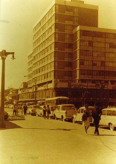 Edificio de la Corporación de la U. de Concepción construido en 1968 frente a la Catedral by Alfotor, via Flickr