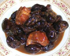 Prunes with Pork - Mancare de prune cu ciolan afumat Romania, Roots, Steak, Food And Drink, Recipes, Pork, Food Recipes, Steaks, Rezepte