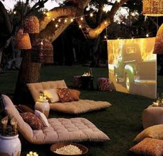 Make the old dinner & a movie date more interesting! Grab a blanket, a bottle of wine & cozy up for an outdoor movie. ;)) #MorningsWithMoll