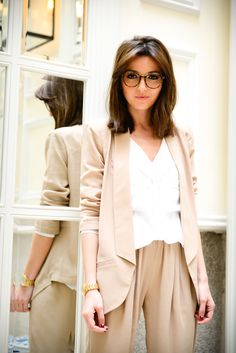 45 Work Outfits Ideas with Glasses Accessory That Look Cute Glasses iDeas 👓 Glasses Outfit, Cute Glasses, Girls With Glasses, Round Lens Sunglasses, Sunglasses Women, Womens Fashion Online, Latest Fashion For Women, Powerpuff Girls Costume, Trendy Swimwear