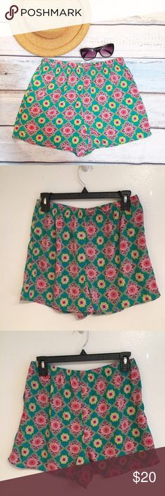 """FRANCESCAS Boho Mandala High Waist Festival Shorts Bird in Cage brand from Francesca's Collection. Bright Boho Mandala print shorts with elastic waist. Size large. Measures 13.5"""" flat at waist, 21"""" fully stretched at waist, just over 12"""" front rise, and 2.5"""" inseam.  #birdincage #francescascollection #bright #boho #elastic #mandala #print #shorts #vacay #summer #gypsy #large #punkydoodle  No modeling Smoke free home I do discount bundles Francesca's Collections Shorts"""