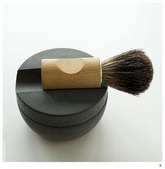 Lo stile del rispetto svedese - In Svezia esiste un'azienda che produce spazzole, pennelli e oggetti per la casa sin da quando è stata fondata, alla fine del 19° secolo. La particolarità di Iris Hantwerk è però un'altra: tutti i suoi prodotti sono realizzati a mano da persone non vedenti.