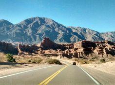Ruta 150 llegando al Valle de la Luna. San Juan, Argentina.
