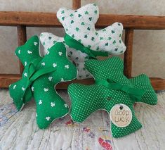 Handmade St Patricks Day Shamrock Bowl Fillers Lucky Shamrocks Going Green #NaivePrimitive #auntiemeowsprims