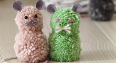 Des souris en pompons - Prima Diy Crochet, Crochet Hats, Yarn Bombing, Diy For Kids, Coco, Creations, Bird, Embroidery, Knitting