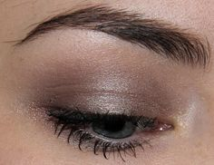 ■Silk Naturals Eye Color - Teacher's Pet ■MAC Eyeshadow - Mystery ■MAC Mineralize Skinfinish - Lightscapade ■Illamasqua Medium Pencil - Vow ■IsaDora Big Bold Volume Mascara