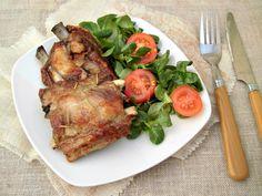 Costine di maiale al Forno massaggiate dry rub e condite salsa barbecue tradizionale ricetta americana per cuocere costine maiale senza barbecue