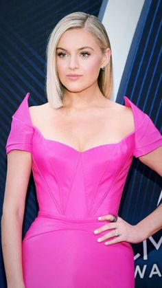 Singer-songwriter Kelsea Ballerini attends the annual CMA Awards at the Bridgestone Arena on November 2018 in Nashville, Tennessee. Get premium, high resolution news photos at Getty Images American Country Music Awards, Country Singers, Kelsea Ballerini, Cma Awards, Pink Gowns, Looking Stunning, Beautiful Celebrities, Celebs, Beauty