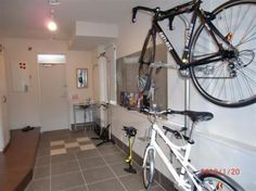 サイクルドックや保管スペースとして使える広々した土間。リビングの続きにあって便利。貸自転車のY'Sロードオリジナルブランドのアンタレスとルイガノは入居者の方が自由に使えます。*