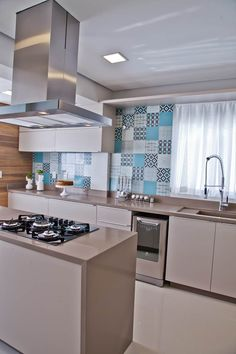 Kitchen Decor, Kitchen Design, Mirrored Furniture, New Kitchen Cabinets, Wall Storage, Home Kitchens, Living Spaces, New Homes, House Design