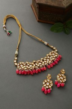 Indian Jewelry Earrings, Indian Jewelry Sets, Jewelry Design Earrings, Necklace Designs, Antique Jewellery Designs, Fancy Jewellery, Gold Jewellery Design, Wedding Jewellery Inspiration, Bridesmaids Charms