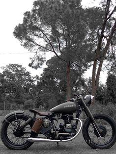 Royal Enfield 350 Bobber 'Porus' - Bambukaat Motorcycle Customs - bikerMetric